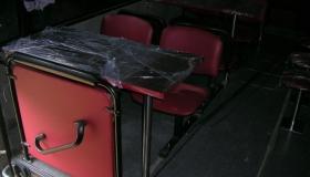 autobus_gastronomiczny_stolik i krzesła