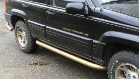 Jeep Grand Cherokee rury przyprogowe malowane