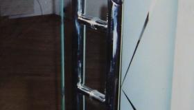 uchwyt do drzwi szklanych